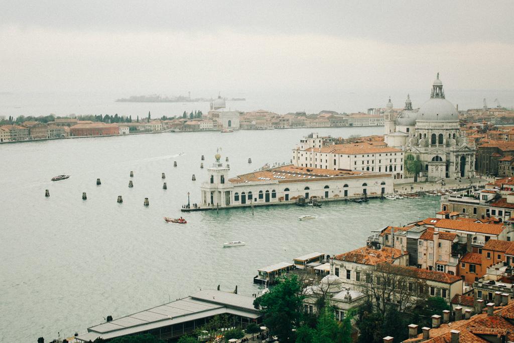 Vista da Basílica de Santa Maria della Salute a partir do Campanile di San Marco.