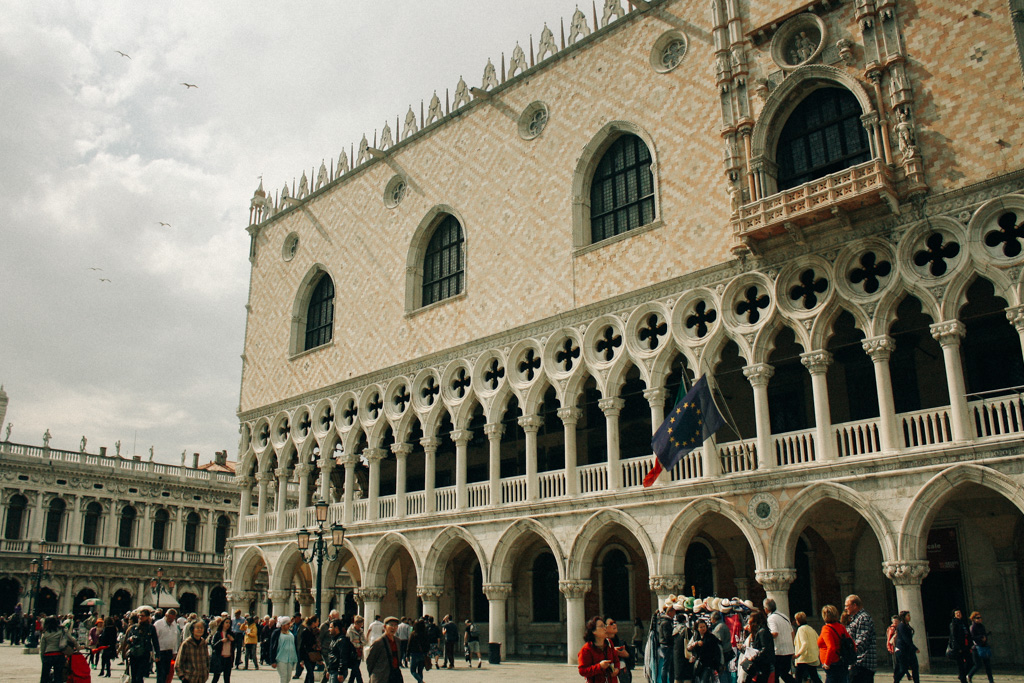 Vista lateral do Palazzo Ducale.