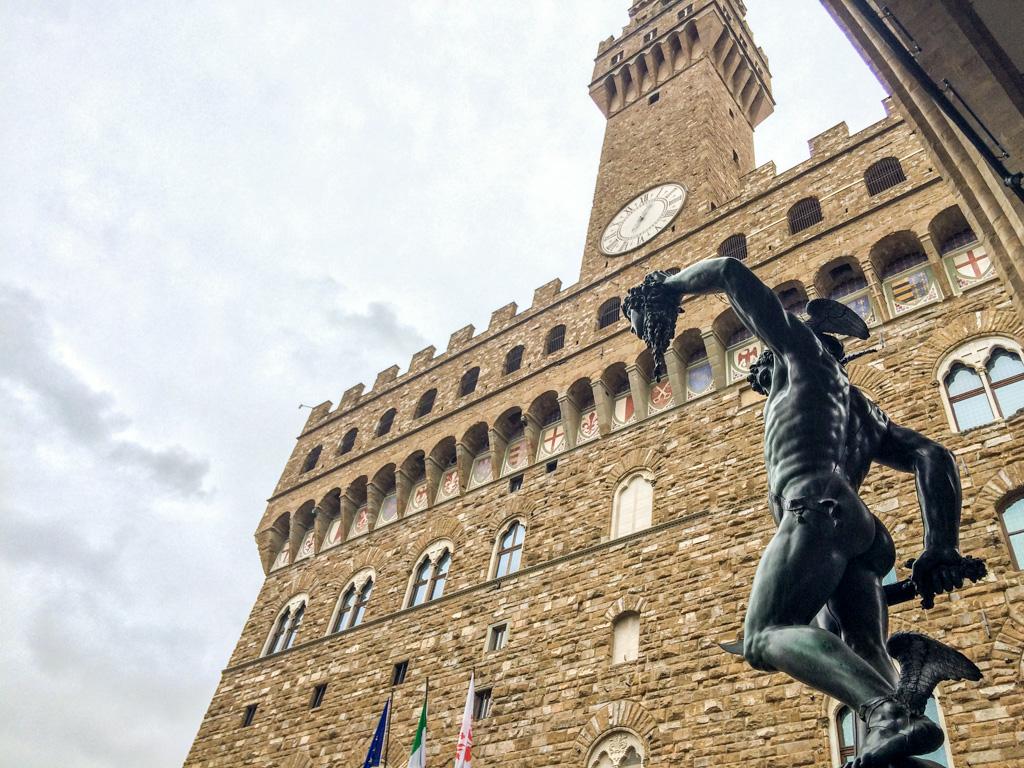 Arquitetura imponente do Palazzo Vecchio.