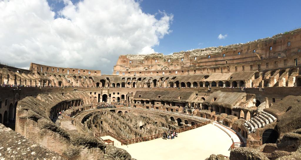 Ruínas internas do Coliseu. Uma visita obrigatória para quem visita a Itália em 7 dias.