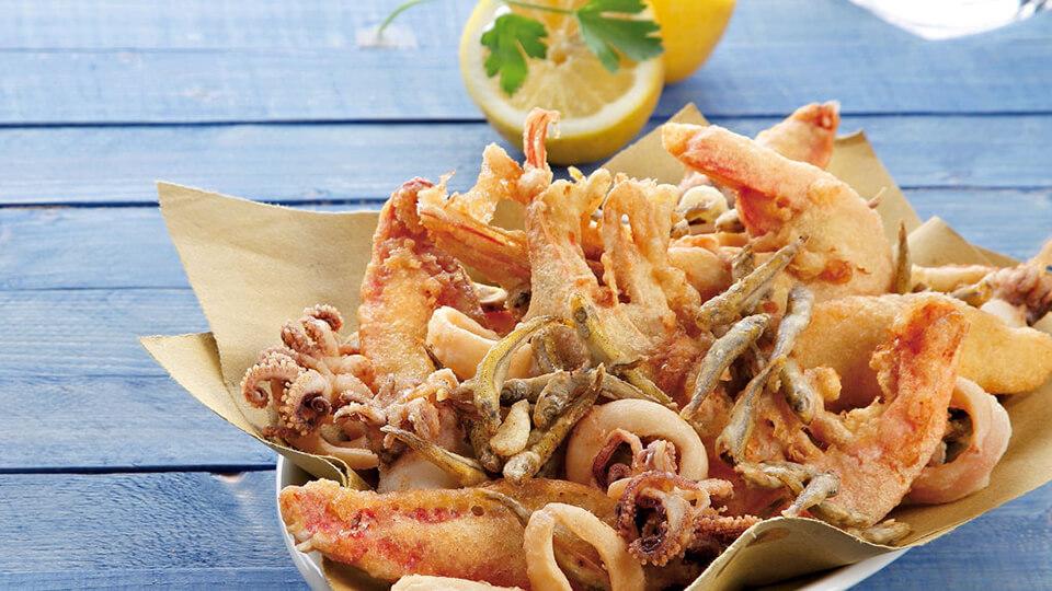 Prato de Frittura com diferentes frutos do mar.