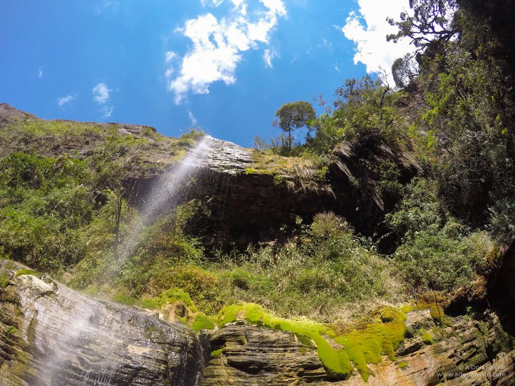Imagem da queda d'água da Cachoeirinha.