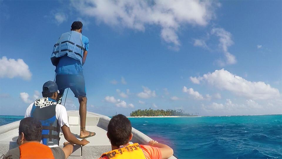 Passeio de barco para a ilha de Johnny Cay