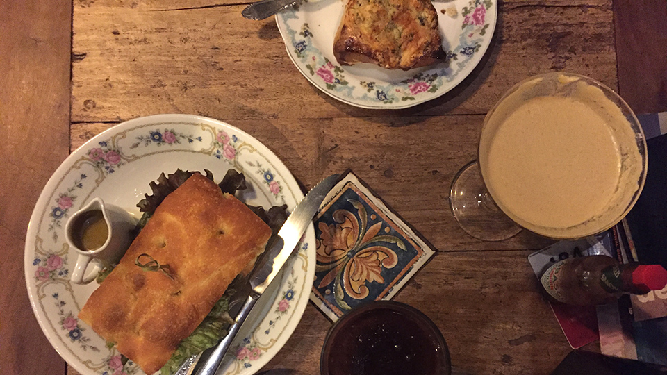 Cafés e sanduíches no Café Agridoce