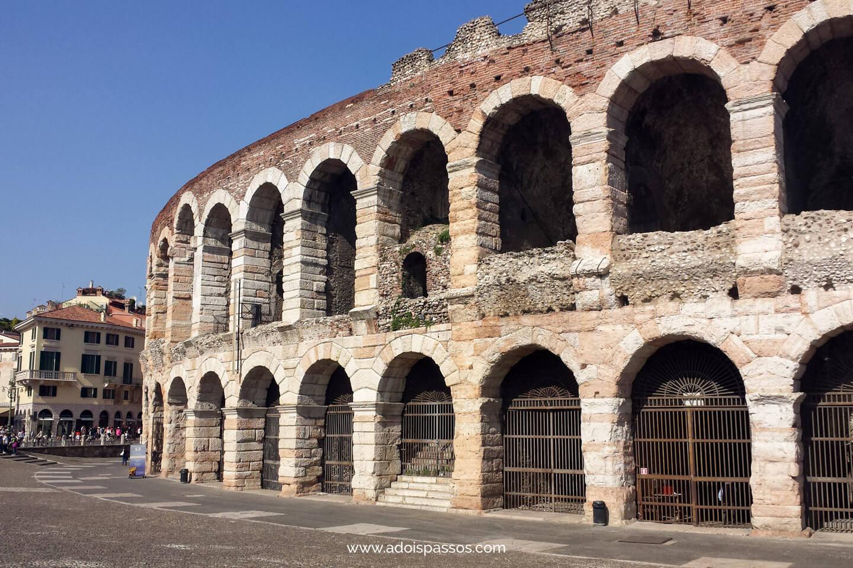 Arena di Verona com seus dois andares de arcos.