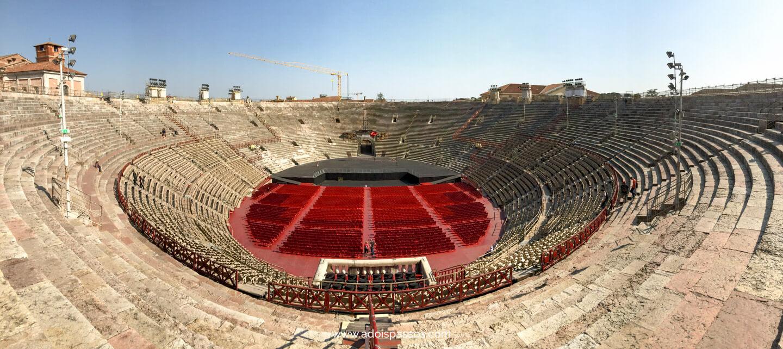 Arena di Verona sendo preparada para um evento.