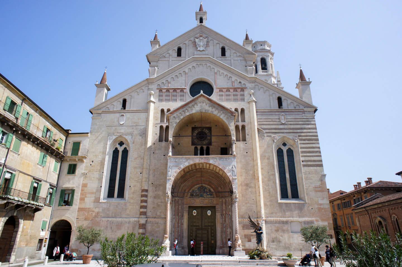 Fachada do Duomo di Verona.