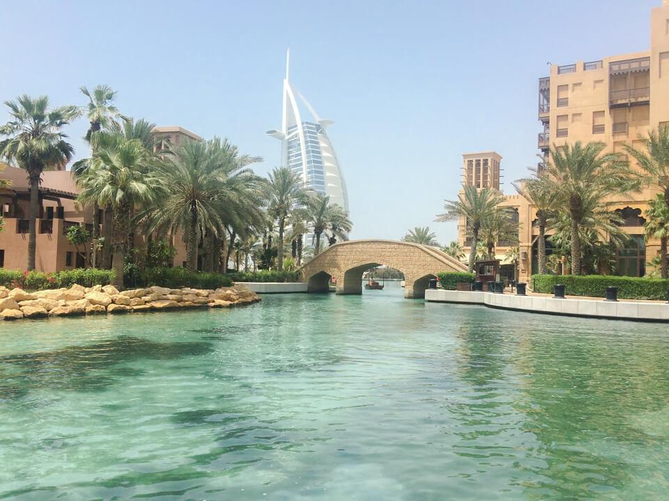 Morar em Dubai: Hotel Burj Al Arab em Dubai. Um dos mais luxuosos do mundo.