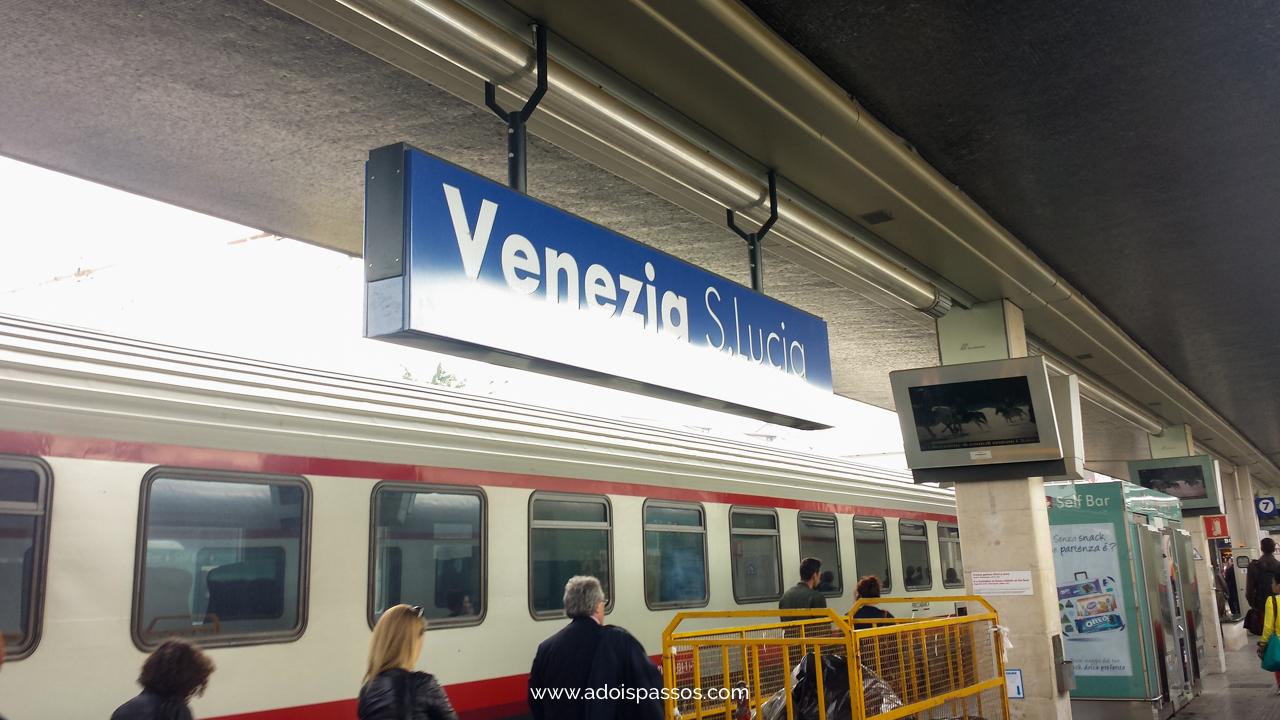 Plataforma de trem da estação de Veneza