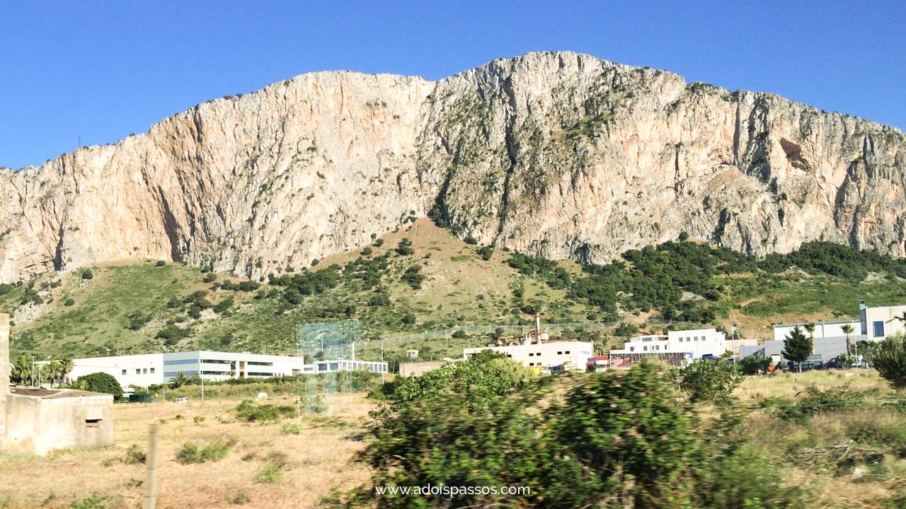 Montanhas rochosas na Sicília