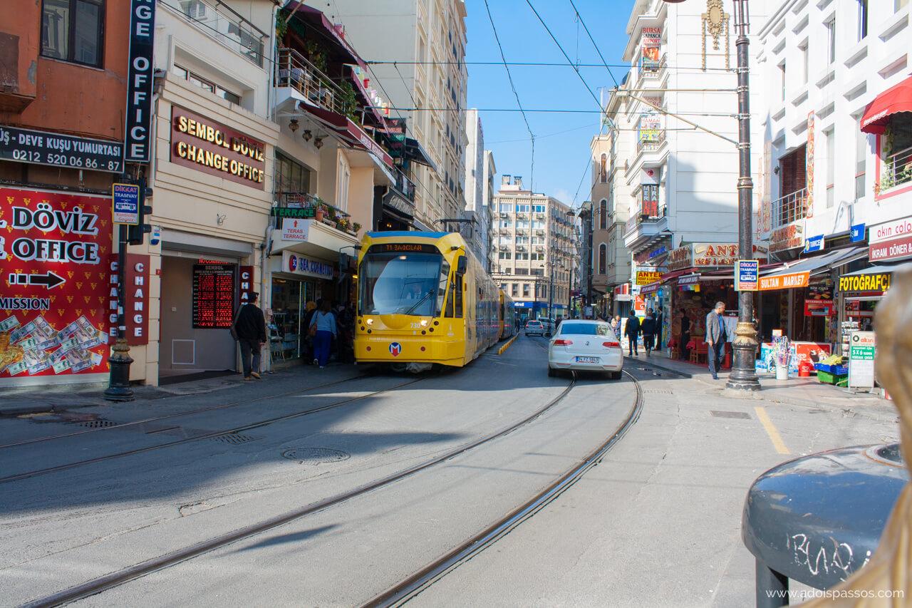 O tram é uma das melhores opções para se locomover em Istambul