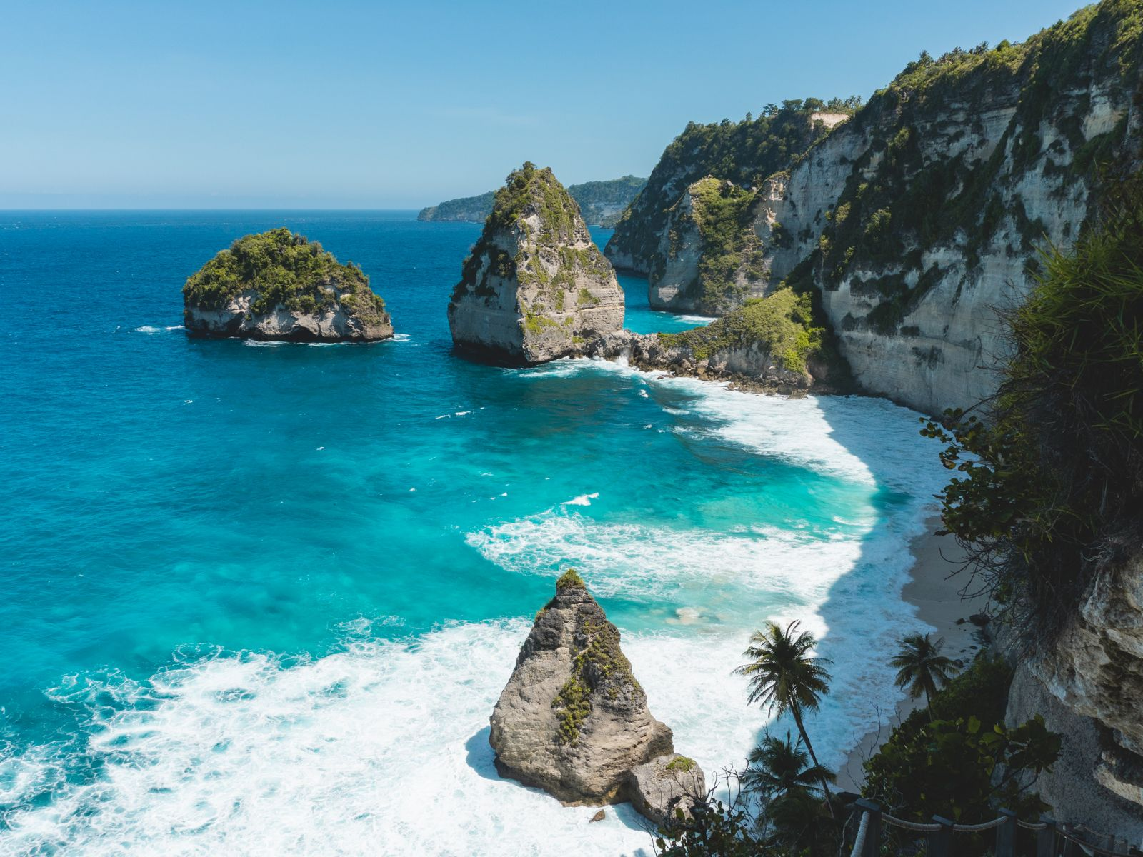 Vista aérea da Atuh Beach em Nusa Penida.